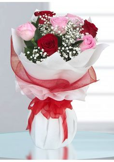Send someone special a gorgeous Rose Bouquet, perfect for Valentines Day, Birthdays or other occasions! Flower Box Gift, Flower Boxes, Pink Rose Bouquet, Flower Bouquets, Red And Pink Roses, Beautiful Bouquet Of Flowers, Thank You Gifts, Birthday Wishes, Floral Arrangements