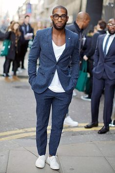 Great casual style. Realy nice example how to pull of suit with t-shirt and sneakers. Style and personality combined. http://www.moderngentlemanmagazine.com/mans-style-mans-personality/
