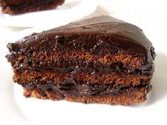 Ez a kedvenc csokitortám. Régen mindig ilyet kértem a cukrászdában, aztán egy nap elhatároztam, hogy meg kell csinálnom itthon is. Egy este ...