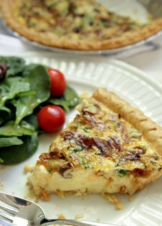 Caramelized Onion and Mushroom Quiche.I have been wanting to try to make a quiche and this looks like a super easy one! Onion Quiche Recipe, Quiche Recipes, Veggie Recipes, Cooking Recipes, Savoury Recipes, Cooking Ideas, Caramelized Onions And Mushrooms, Stuffed Mushrooms, Breakfast Recipes