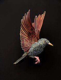 Oiseaux et papillons en papier par Diana Beltran Herrera - Journal du Design Cardboard Sculpture, Book Sculpture, Paper Sculptures, Paper Birds, Paper Artwork, Bird Art, Paper Design, Paper Cutting, Amazing Art