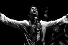 "Relish in Prince's Extraordinarily Poignant Cover of Radiohead's ""Creep"" & His Complete 2008 Coachella Set"
