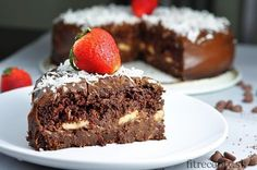 """Delicious, easy and healthy chocolate fitness cake """"Chocoholic"""" is egg-free and flourless, topped with a tasty avocado-cocoa cream. Healthy Chocolate, Chocolate Flavors, Chocolate Desserts, Chocolate Fitness, Bolo Vegan, Vegan Cake, Baby Food Recipes, Sweet Recipes, Fitness Cake"""