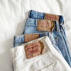 Spring | Lente | Summer | Zomer | Fashion | Mode | Streetstyle Trends | Trends | Fashion Week | 2020 | Look | Outfit | Levi's | Shorts | Korte Broeken | Short | Korte Broek | Denim Shorts | Korte Spijkerbroek | Denim | Spijker | Spring Look | Lente Look | Summer Look | Zomer Look | Flatlay | Liggend | Dark Blue | Donkerblauw | Light Blue | Lichtblauw | Blue | Blauw | Blauwe | White | Wit | Witte | Shoppen | Online Shoppen | Inspiration | Inspiratie | More On Fashionchick | Meer Op…
