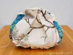 Craft me Happy is a craft blog full of inspiration, techniques and helpful advice.  It features knitting, spinning, papercrafts, sewing and much more.