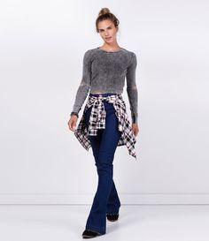 Calça feminina  Modelo flare  Barra desfiada  Marca: Blue Steel  Tecido: jeans  Composição: 91% algodão, 7% poliéster e 2% elastano  Modelo veste tamanho: 36       Medidas da Modelo:   Altura: 1,72  Busto: 80  Cintura: 64  Quadril: 89         COLEÇÃO INVERNO 2016         Veja outras opções de    calças femininas.
