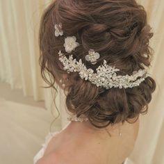 . 左側から毛が見えるように左側に寄せてセットしてます✨ 付けるヘッドとのバランスで✧*。(ˊᗜˋ*)✧*。 . #rejouir#rejouirhair#dress #hairstyle#hairmake #ヘアメイク#ヘアスタイル#ヘアアレンジ#ブライダルヘア#ブライダルヘアメイク #プレ花嫁#卒花#日本中のプレ花嫁さんと繋がりたい #山梨#yamanashi#結婚式#美容師#波ウェーブ