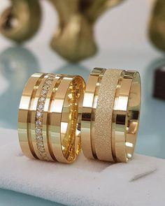 Have you been searching for cheap wedding bands? At EFES you can find wedding rings from Nuremberg. All wedding bands can be found online. Stacked Wedding Rings, Gold Wedding Rings, Wedding Rings For Women, Wedding Jewelry, Wedding Bands, Gold Ring Designs, Wedding Ring Designs, Gold Jewellery Design, Brautring Sets