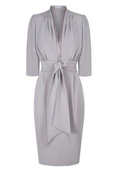 Beautiful fluid silk crepe dress. A flattering cut with a beautiful line. Length…