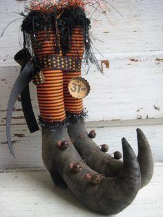 Primitive Halloween Witch Boots Tucks w/ by OldeAtticPrims Adornos Halloween, Halloween Goodies, Halloween Doll, Holidays Halloween, Vintage Halloween, Halloween Crafts, Halloween Party, Halloween Decorations, Halloween Shoes