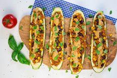Gefüllte Zucchini mit mexikanischem Reis und veganem Cashew Käse. Nicht nur total lecker, sondern auch richtig gesund und schnell zubereitet!