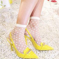 tacones, calcetines, medias, lunares, polka dot yellow, fluor, amarillo, moda, fashion, chic, fashionista www.piensaenchic.com