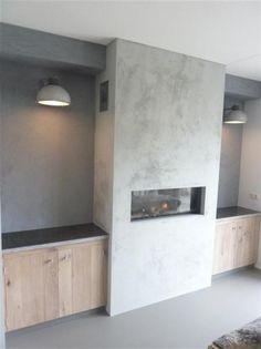 Voor de verbouwing woonkamer - Prachtige schouw van betonstuc,