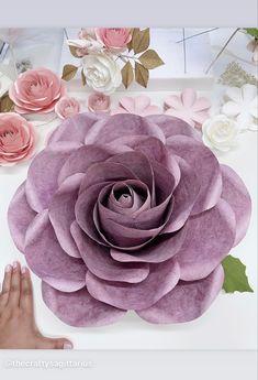 Paper Flower Wall, Giant Paper Flowers, Leaf Template, Flower Template, Paper Flowers Wedding, Paper Flower Tutorial, Flower Center, Flower Backdrop, Flower Designs