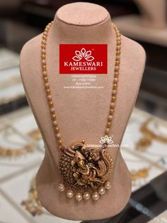 bridal jewelry for the radiant bride Gold Jewelry Simple, Trendy Jewelry, Gold Jewellery Design, Jewelry Patterns, Bridal Jewelry, Pearl Jewelry, Beaded Jewelry, Handmade Jewelry, Temple Jewellery
