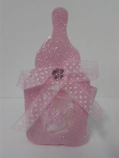 recordatorio en forma de babero color rosa para baby shower de ni a