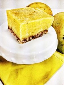 Raw Vegan Mango Cheesecake at viedelavegan.com