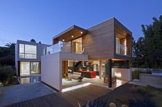Eco-conscious design House in Venice Beach, California by Minarc Architects