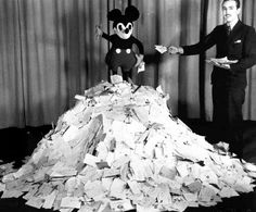1933: Mickey and Walt with 800,000 pieces of fan mail