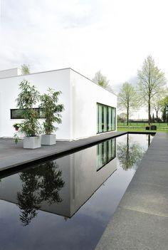 Piscina-1_H. U. A. - Residence Bemmel / Maxim Winkelaar + Bob Ronday