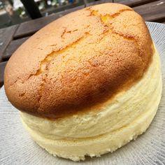 Un cheesecake japonais – fulguropain Desserts Around The World, Arabian Food, Cheesecake Cake, Bread Baking, Sweet Recipes, Food Porn, Dessert Recipes, Food And Drink, Yummy Food