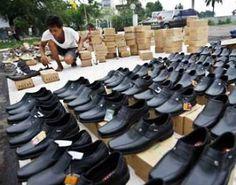 Sepatu kulit Cibaduyut memiliki harga terjangkau. Alternatif lain, di sini anda bisa beli sepatu kulit asli dan handmade dari Surabaya
