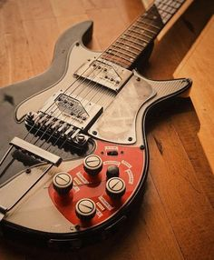 A place to share or ogle at fancy pictures of yours or others' guitars and related instruments. Vintage Electric Guitars, Cool Electric Guitars, Vintage Guitars, Guitar Amp, Cool Guitar, Guitar Inlay, Types Of Guitar, Guitar Body, Guitar Building