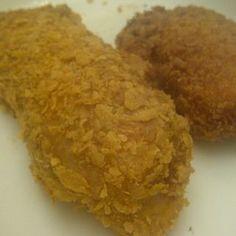 Cornflake-Crumbed Chicken Schnitzel - New Sites Round Cake Pans, Round Cakes, Condensed Milk Biscuits, Cornflakes, Apple Scones, Apple Custard, Cake Stall, Chicken Schnitzel, Brunch