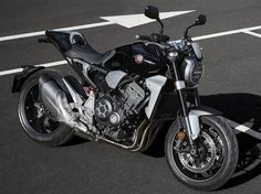 Honda's much-loved sports-naked is re-born with striking, modern café racer-inspired minimalist styling. Its four-cylinder engin. Honda Motorcycles, Cars And Motorcycles, Modern Cafe Racer, Cb 1000, Cb650, Cafe Concept, Tokyo Motor Show, New Honda, Sport Bikes