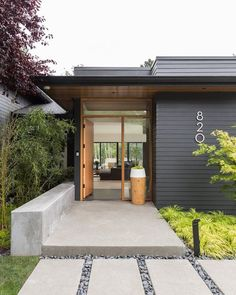Mid Century House Exterior Design The Best Looks Natural 18 Container Home Designs, House With Porch, House Front, Exterior House Colors, Exterior Design, Exterior Shutters, Exterior Paint, Mid Century Exterior, Modern Front Door