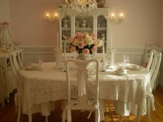 Hospitable enlisted shabby chic dining room ideas try this Estilo Shabby Chic, Shabby Chic Style, Shabby Chic Decor, Shabby Chic Dining Room, Shabby Chic Homes, Romantic Shabby Chic, Romantic Homes, Romantic Kitchen, Romantic Table
