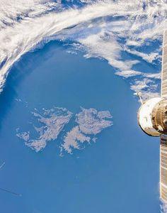 Islas Malvinas , Argentinas . Vistas desde el espacio . Un gran dolor de todos los argentinos . Hermanita perdida   , vuelve a casa . . .
