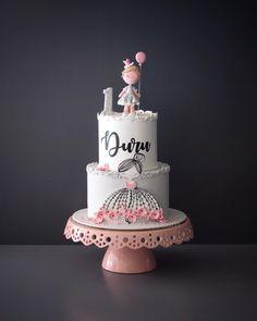 Hand-drawn beauty 🌸 #mutludukkan #sekerhamuru #butikpasta #sugarart Baby Girl Cakes, Baby Birthday Cakes, Pretty Cakes, Cute Cakes, Cake Cookies, Cupcake Cakes, Birtday Cake, Beautiful Birthday Cakes, Personalized Cake Toppers