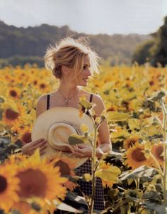How many sunflowers have you picked today? I'm loving this, it will make such a pretty table setting.....