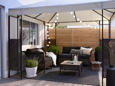 Comfy seating + mood lighting + fresh air = the perfect evening alfresco!