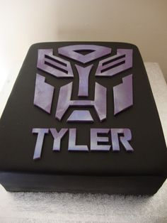 Transformers cake, keeping this in case Jason ever wants a transformers party. 4th Birthday Cakes, 4th Birthday Parties, Birthday Ideas, Cupcakes, Cupcake Cakes, Transformer Birthday, Transformer Cake, Transformers Birthday Parties, Cake Logo