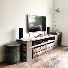 Wohnzimmer Lowboard Kitchen Remodeling In Home Improvement Projects There are many decisions to be m Cinder Block Furniture, Tv Furniture, Pallet Furniture, Deco Gamer, Muebles Living, Diy Casa, Diy Tv Stand, Living Room Decor, Decor Room