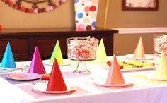 Hoy os traemos un clásico en temática de fiestas: ¡Arcoíris!  Catch My Party  Las fiestas de arcoíris no pueden ser más coloridas. Lo principal es buscar elementos decorativos de varios colores.   No es necesario formar un … Sigue leyendo →