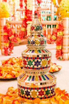 6 amazing mehndi party ideas for the perfect night. these six ingenious mehndi party ideas are sure to spark inspirations for a radiant and festive mehndi, sangeet, or even an engagement party! Indian Wedding Centerpieces, Desi Wedding Decor, Wedding Stage Decorations, Backdrop Decorations, Diwali Decorations, Wedding Crafts, Kalash Decoration, Thali Decoration Ideas, Decor Ideas