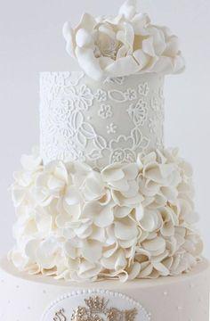 White wedding cake with interesting details - Gorgeous Wedding Cakes | Calligraphy by Jennifer