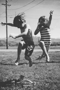 Black and white image. Children playing by the little red house. Old Photos, Vintage Photos, Anne Laure, Poses, Belle Photo, Black And White Photography, Summer Fun, Summer Days, Summer Evening