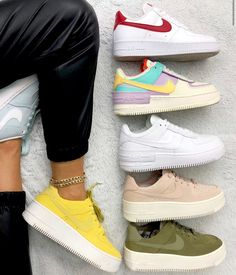 Discovered by ℱℛᎯℕℂℰЅℂᎯ. Find images and videos about shoes and nike on We Heart It - the app to get lost in what you love. Best Sneakers, Custom Sneakers, Custom Shoes, Sneakers Fashion, Sneakers Nike, Teen Girl Shoes, Jordan Shoes Girls, Hypebeast Women, Nike Air Shoes