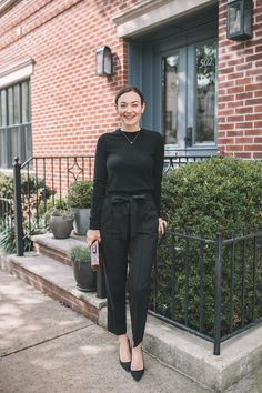 Fall Staple: The Black Cashmere Sweater - Carly the Prepster Sweater Dress Outfit, Long Sweater Dress, Sweater Outfits, Black Cashmere Sweater, Cashmere Sweaters, Business Outfits, Business Casual, Black Pants, Black Skinnies