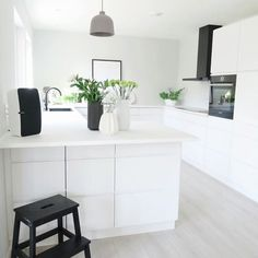 8 Masterful Tips AND Tricks: Minimalist Interior Decor Natural Light minimalist bedroom boho black.Minimalist Kitchen Ideas Home minimalist interior loft white bedrooms. Minimalist Kitchen, Minimalist Interior, Minimalist Bedroom, Minimalist Decor, Minimalist Scandinavian, Minimalist Living, Modern Minimalist, Kitchen Hoods, New Kitchen