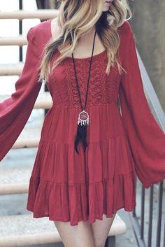 Boho style | Vaporous sleeves on red lace dress