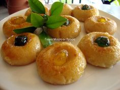 Sekerpare - Σεκέρ Παρέ Greek Sweets, Greek Desserts, Greek Recipes, Sweet Buns, Sweet Pie, Sweets Recipes, Cooking Recipes, Greek Cake, Greek Cookies