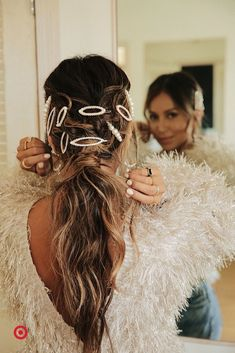 When it comes to keeping your look on trend, scünci has you covered with today's hottest hair accessories. Pretty Hairstyles, Braided Hairstyles, Curly Hair Styles, Natural Hair Styles, Hair Dos, Hair Hacks, Dyed Hair, Hair Inspiration, Hair Clips