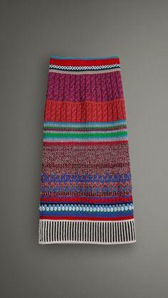 Fabulous Crochet a Little Black Crochet Dress Ideas. Fabulously Georgeous Crochet a Little Black Crochet Dress Ideas. Knitting Designs, Knitting Projects, Knitting Patterns, Crochet Patterns, Knit Fashion, Look Fashion, Hand Crochet, Knit Crochet, Black Crochet Dress