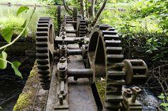 Rust and algae Skyrim, Cannon, Military Vehicles, Gears, Rust, Gear Train, Army Vehicles
