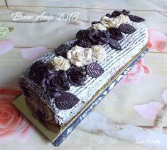 Bûche fleurie au chocolat croquant.  { sans sucre raffiné, sans lactose & faible en MG }